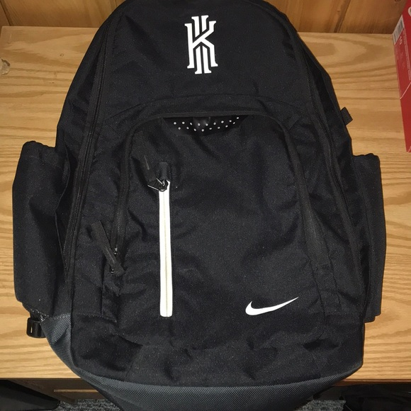 f2d68950abf7 Nike kyrie Irving back pack. M 5b5bc03d4cdc308c59a85ba7